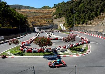 Allez sur une piste de course de karting en Ligurie