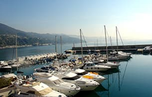 Holiday rental directly by the sea at the port of Arenzano in Liguria