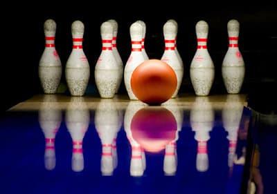 Jouez au bowling en Ligurie - Profitez de ce sport classique en renversant toutes les quilles en bout de couloir