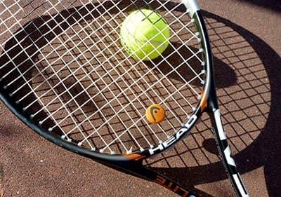 Jouez au tennis dans un des clubs de tennis en Ligurie