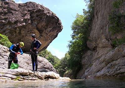 Canyonning en Ligurie- Faites l'expérience de randonnées sauvages et soyez le conquérant des cascades.