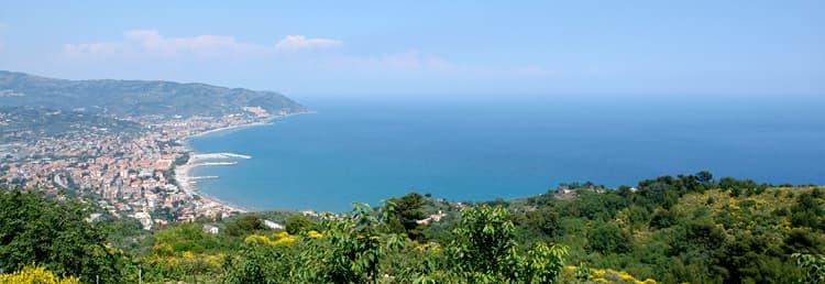 La maison de vacances Villetta Meravigliosa avec une magnifique vue sur la mer avec vue sur la côte ligure