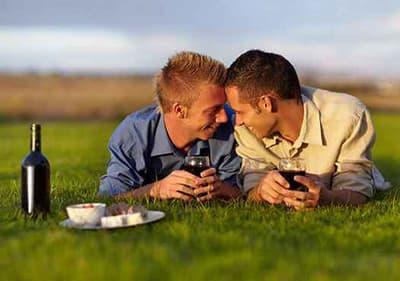 Des vacances pour les gays en Ligurie- profitez de moment de relaxation avec votre conjoint