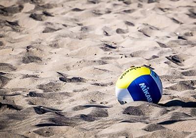 Profitez du beach volley le long de la côte ligurienne sur l'un des nombreux sites de beach volley.