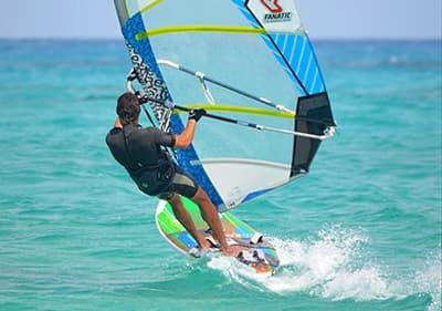 Surfez en Ligurie- surfez le long de la côte de Ligurie et profitez des bons vents