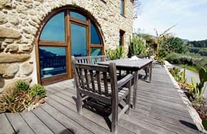 Villa Callas, une maison vacances extravagante donnant sur la mer en Ligurie, avec une terrasse ensoleillée