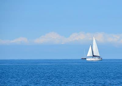 Naviguez en Ligurie- trouvez la meilleure école de voile ou louez un bateau