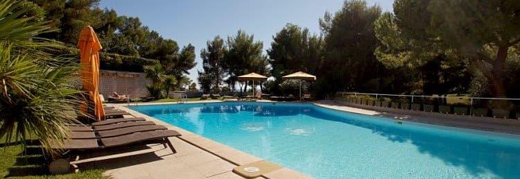 Location vacances avec une grande piscine, très près de la mer en Ligurie