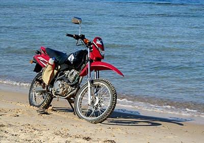 Louez une moto ou un scooter en Ligurie et profitez des points de vue sur la côte