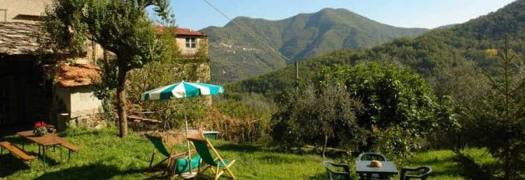 Agriturismo dans l'arrière pays de la Ligurie avec un grand jardin et dans un endroit tranquille
