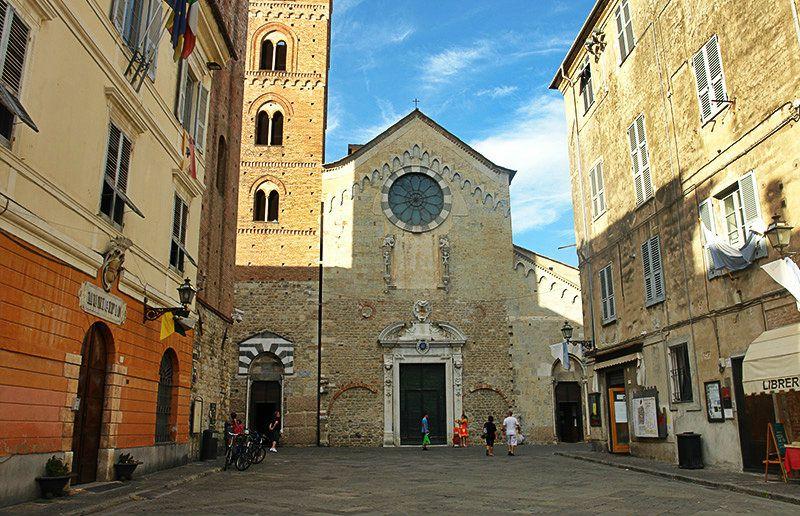 Une église à Albenga, Ligurie