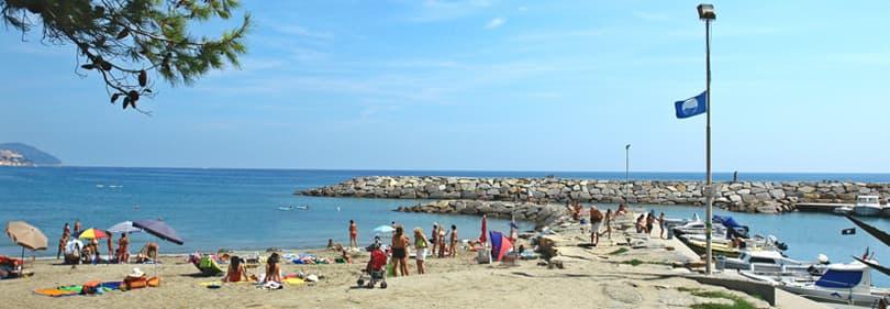 Plage Bandiera Blu à San Lorenzo al Mare, Ligurie
