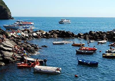 Bateau dans la mer en Ligurie