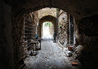 artistes médiévaux village Bussana Vecchia en Ligurie