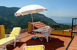 Holiday home with a fantastic view of the sea from the beautiful roof terrace in Liguria
