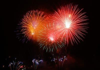 Un feu d'artifice au cours de la nouvelle année à San Remo