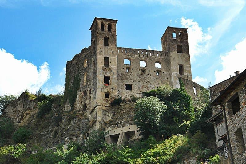Een kasteel van Dorian Dolceacqua, in Ligurië