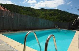 Maison vacances bien meublée avec une piscine chauffante pour l'usage privé en Ligurie