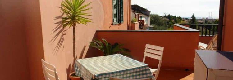 Location de vacances en Ligurie directement auprès des propriétaires avec une belle terrasse et vue sur la mer