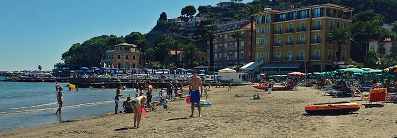 Plage de sable à Diano Marina, Ligurie