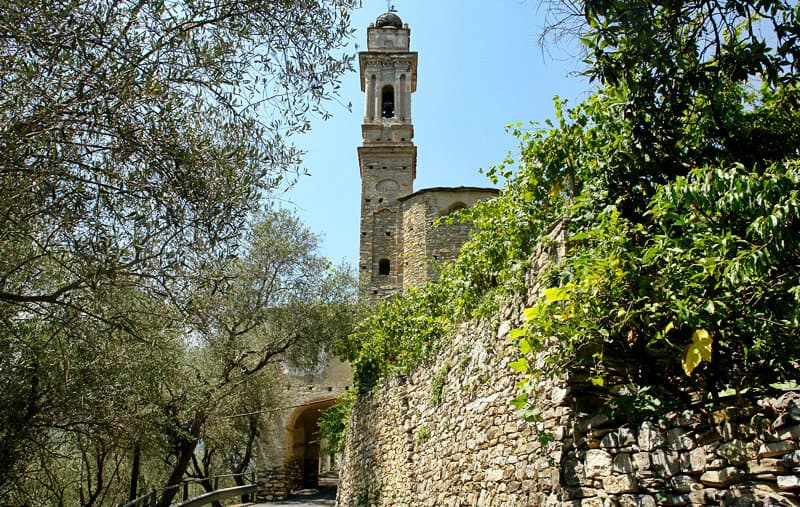 Een weergave van een toren in Dolcedo