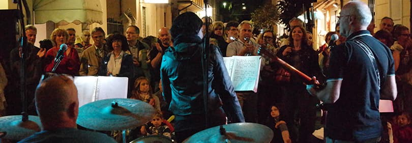Un groupe joue à Diano Marina