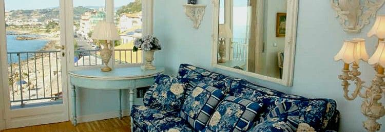 Holiday rental right by the sea in Liguria, with a wonderful sea view