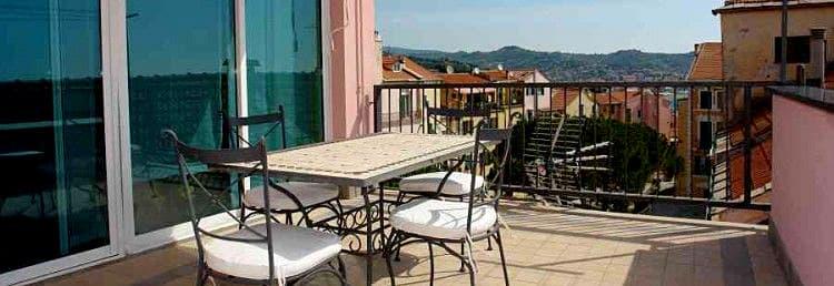 Location vacances appartement Splendore au milieu de la veille ville de Imperia en Ligurie