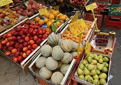 fruits et légumes frais dans un marché ligure