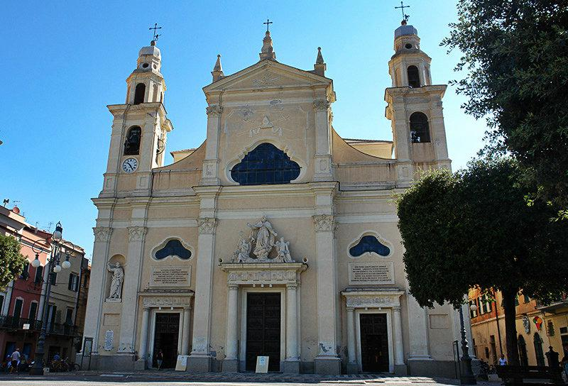 Een oude kerk in Pietra Ligure