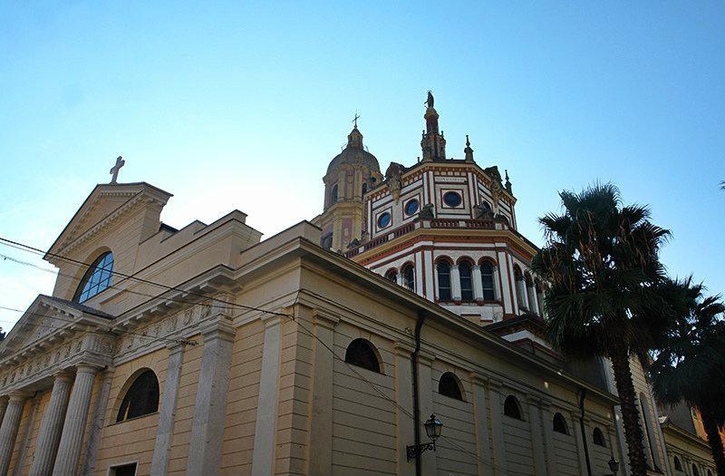 Een mening van een mooie kerk in Rapallo