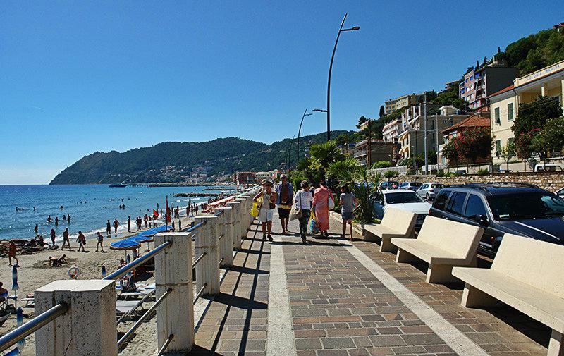 Een mooie promenade van Laigueglia