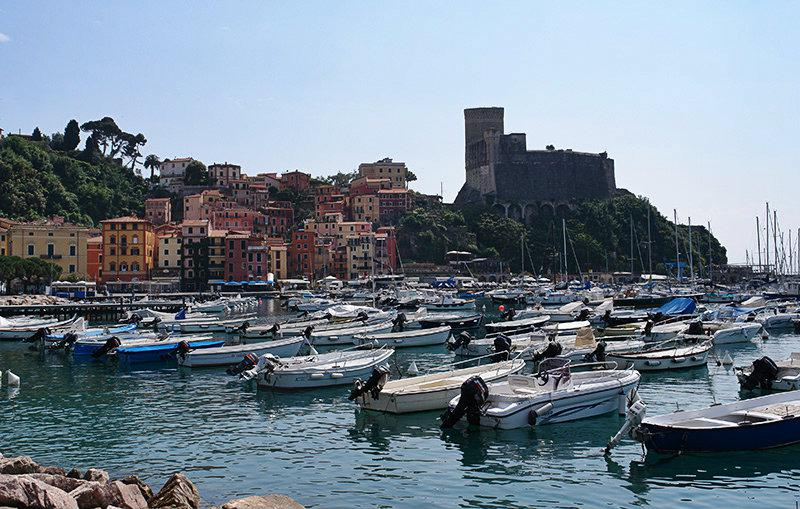 De prachtige haven van Lerici in Ligurië