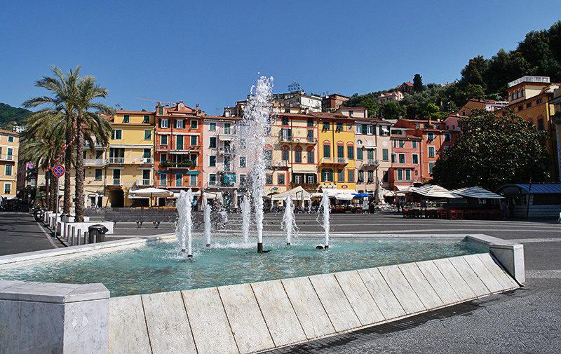 Een mooie fontein in het centrum van Lerici