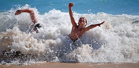 Les enfants vont adorer les plages de sable et les vagues de Ligurie