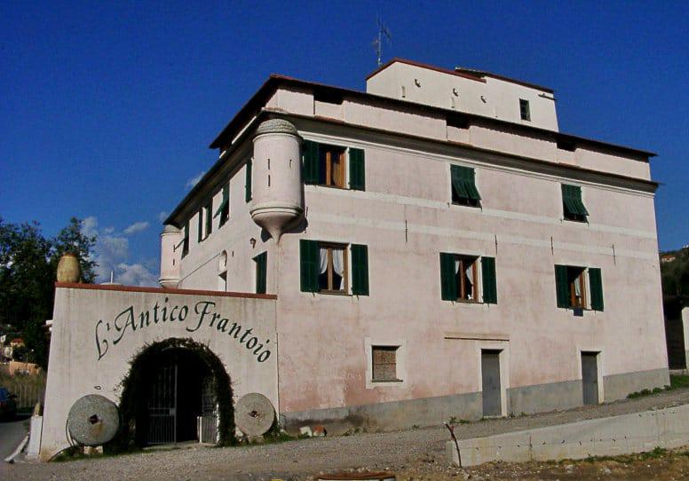 Olive mill Antico Frantoio in Diano San Pietro=