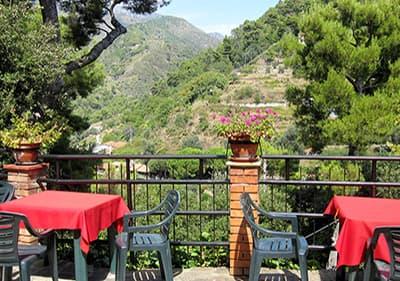 Restaurant à Ligurie à côté des montagnes