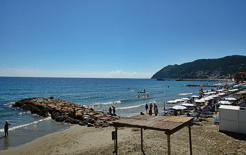 Adembenemend uitzicht op een strand in Laigueglia