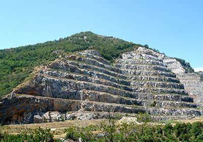 Un chemin vers les grottes de Toirano