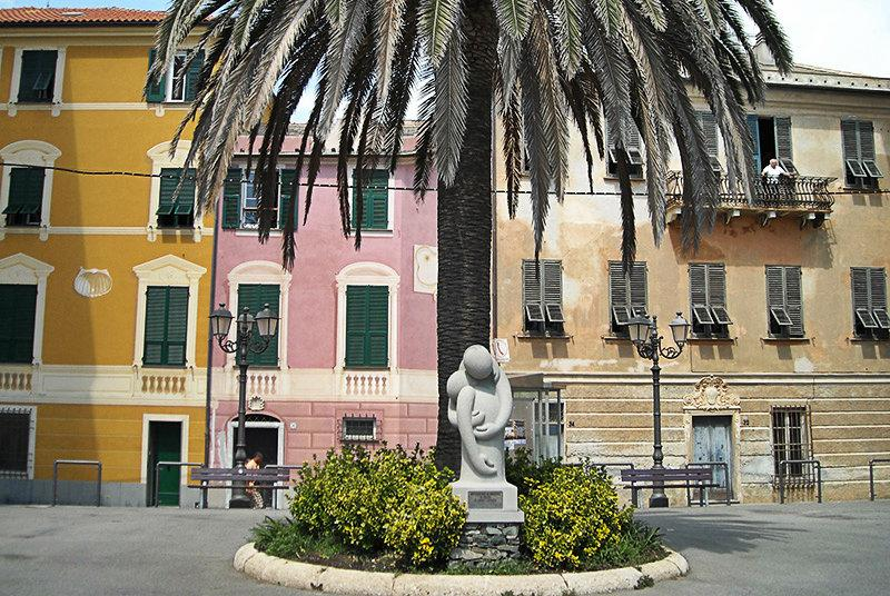 A sculpture under a tree in Varazze