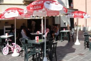 Cafe am Piazza Gugiliemo Marconi cafés à Ligurie