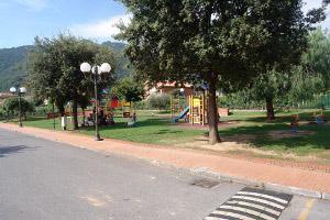 Ortovero terrain de jeux à Ligurie