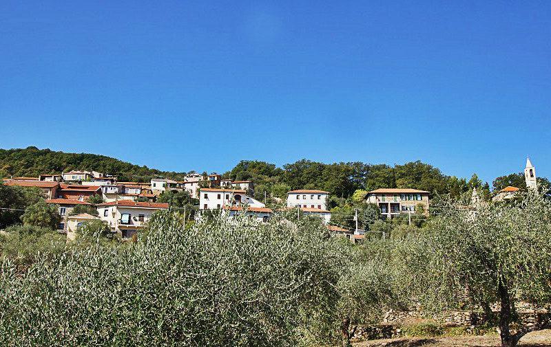 Vue d'un magnifique village de Bellissimi en Ligurie