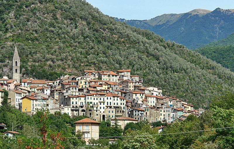 Une belle vue d'une destination de vacances - Pigna