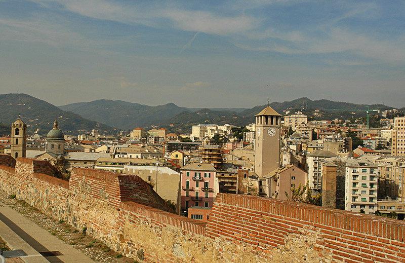 Une vue du château Priamar à Savona