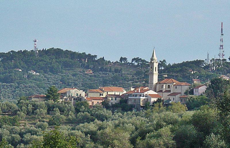 Vue d'un village Gorleri en Ligurie