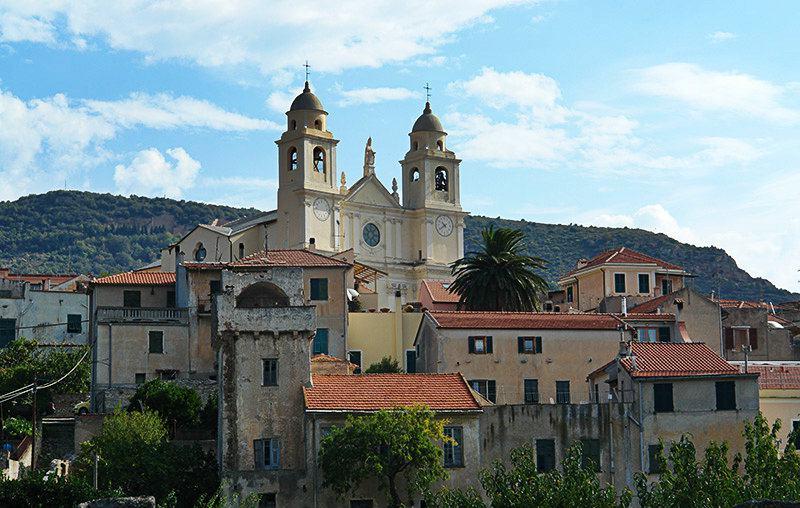 Vue pittoresque de la destination de vacances - Borgio Verezzi en Ligurie