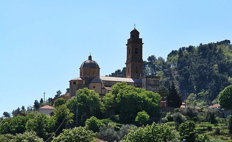 Une belle vue d'une destination de vacances - Diano Arentino