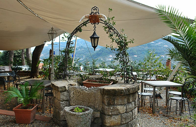Un beau restaurant dans le centre-ville de Diano Castello