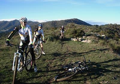 Vue de la Tour de vélo de montagne à Finale Ligure
